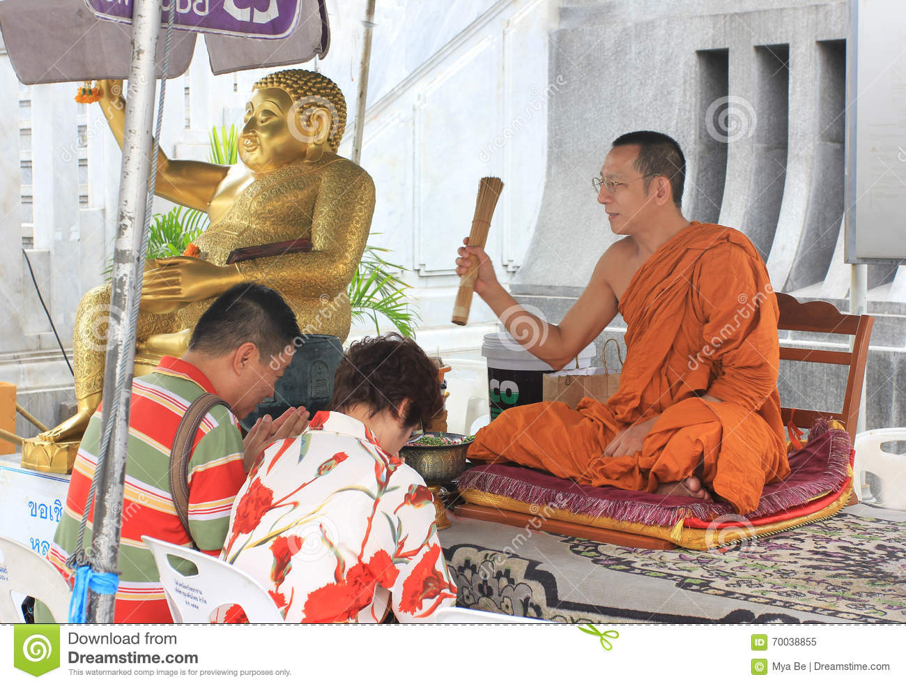 buddhist single men in temple This site might help you re: what do you do in a buddhist temple compared to the worship in a christian chruch i am doing a project concernig buddha, and to get more into my project i was hoping to get my self more involved and aware of the goings on in th.