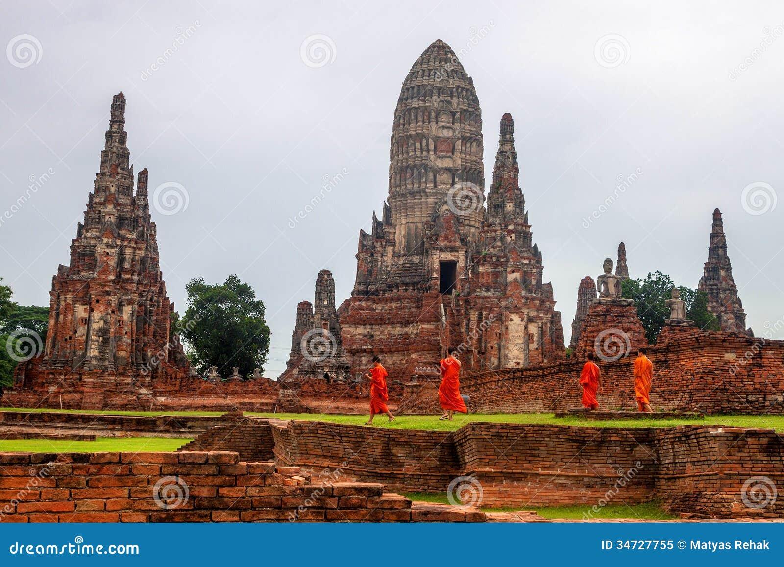 Buddhist Monks At Wat Chaiwatthanaram Temple Editorial ...