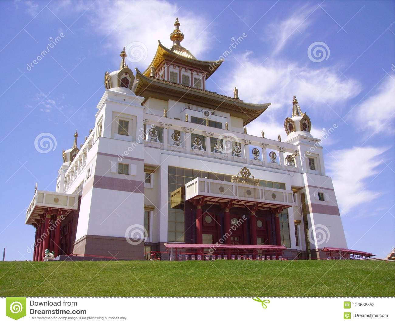 The largest temple in Russia 55