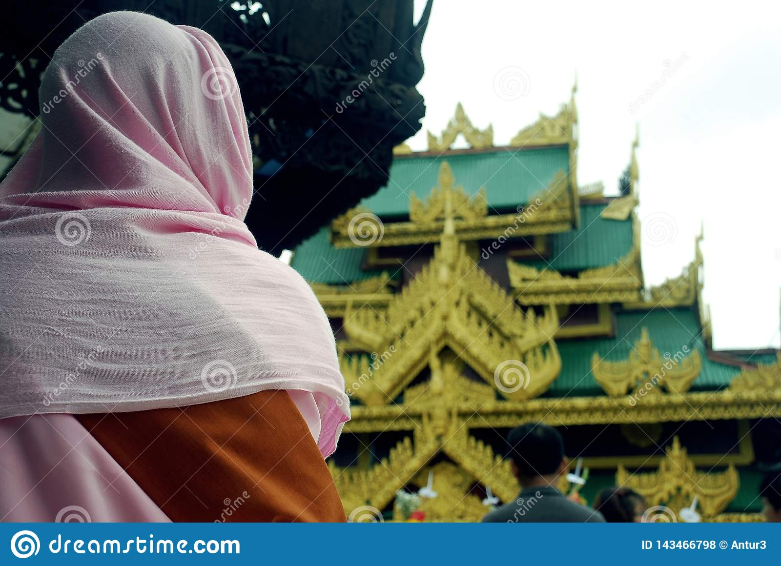 A Buddhist woman who is going to visit the pagoda