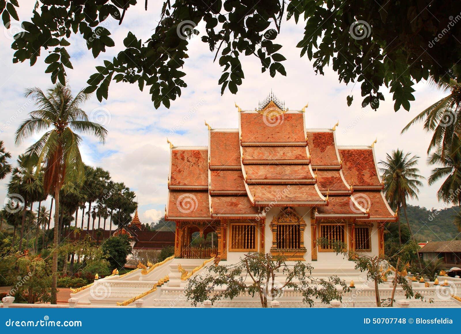 Buddistisk tempel på det hagtornKham (Royal Palace) komplexet i Luang Prabang (Laos)