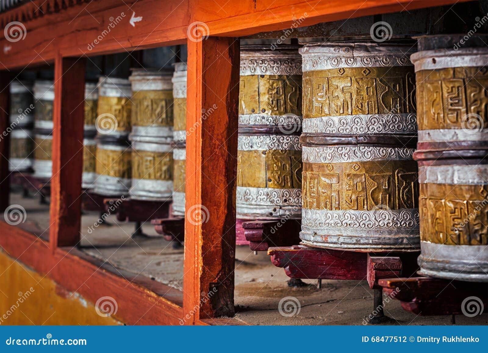 Buddyjski modlitewny toczy wewnątrz Hemis monstery, Ladakh