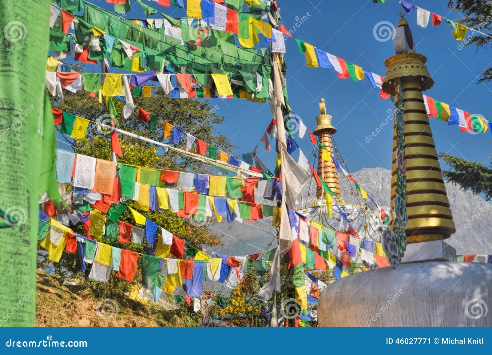 Buddyjskie modlitw flaga w Dharamshala, India