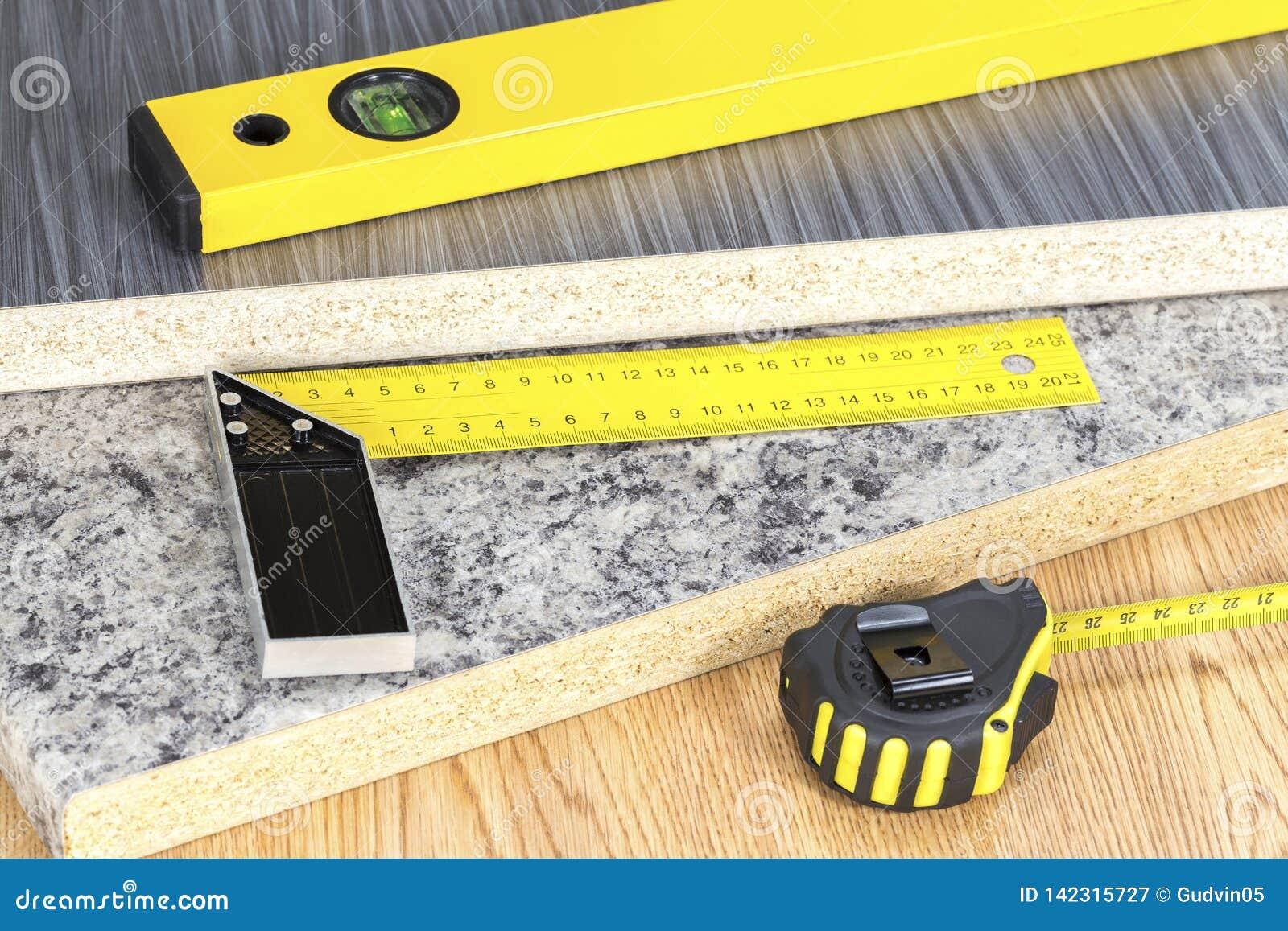 Budować i projekta narzędzi pojęcie Ciesielek narzędzia