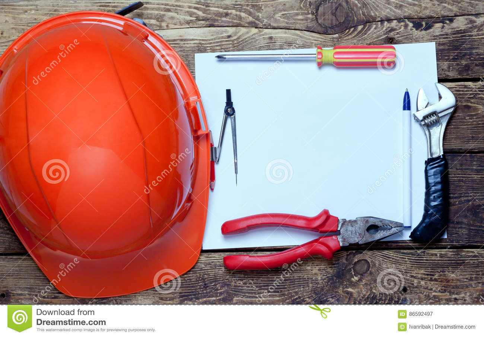 Budowa hełm, starzy narzędzia i