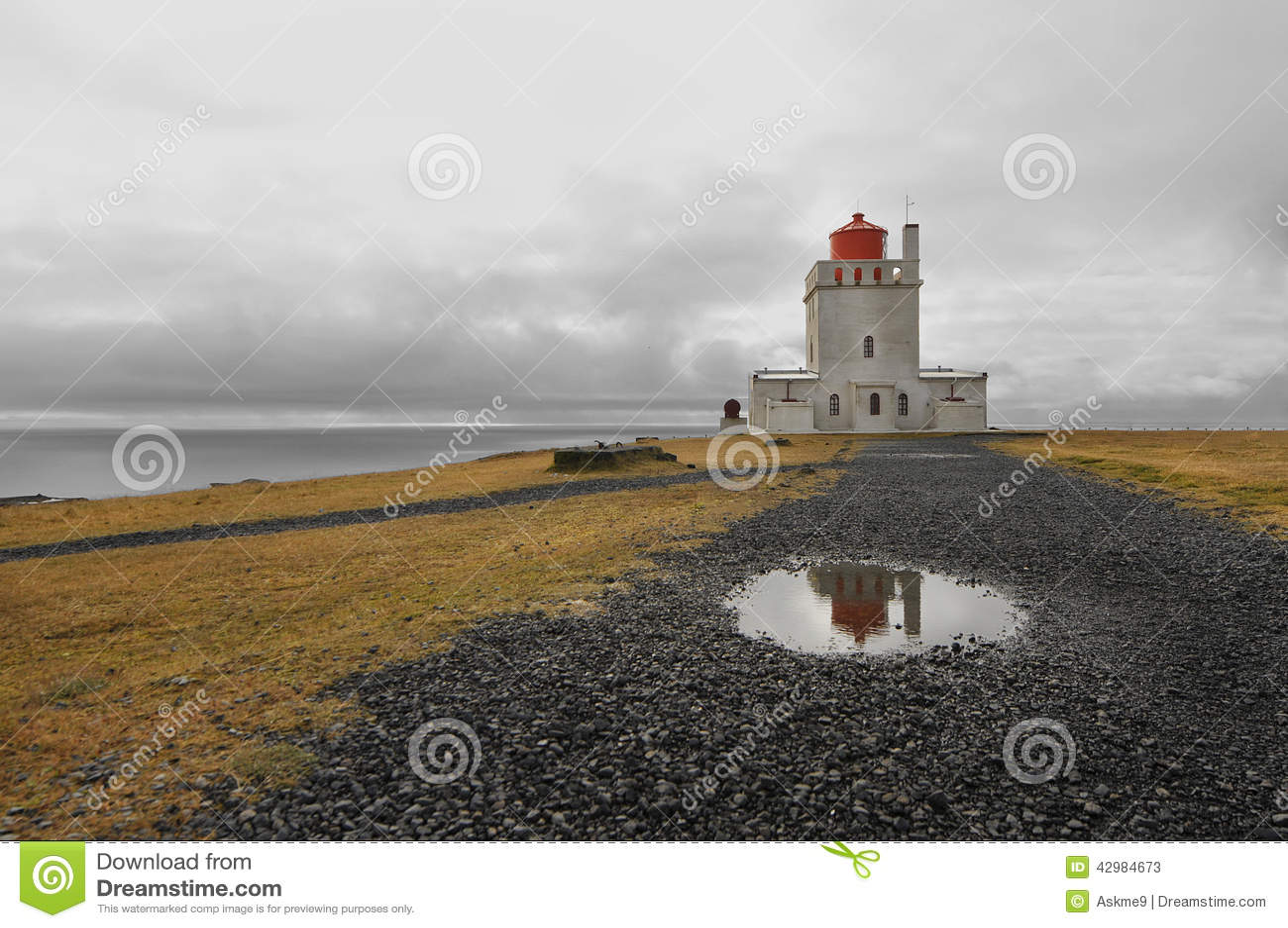 1927 budowali dyrholaey wysokiego Iceland latarni morskiej pobliski punktu cypla południową pozycję
