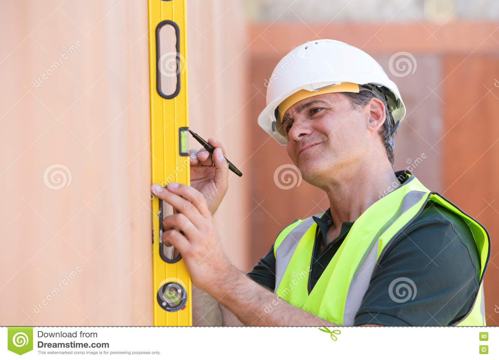 Budowniczy Mierzy Z Spirytusowym poziomem