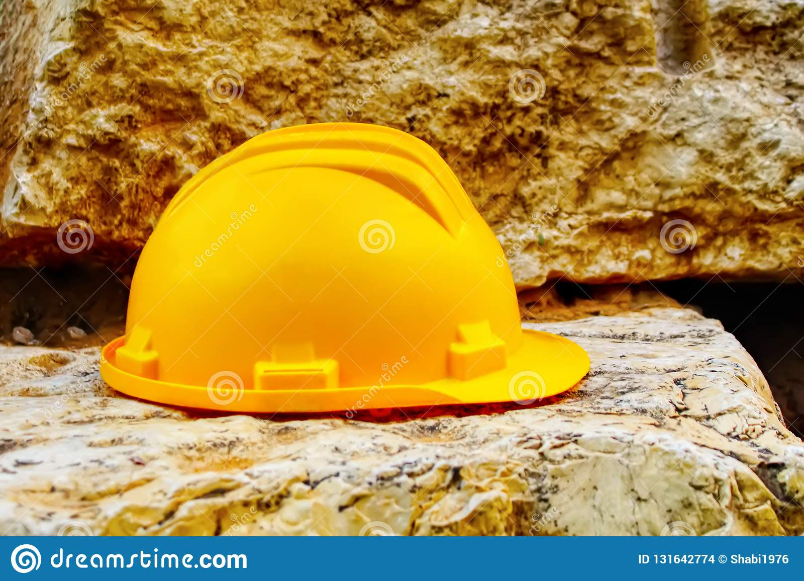 Budynek, bezpieczeństwo pracy: Ciężki kapelusz, budowa kapeluszu hełm