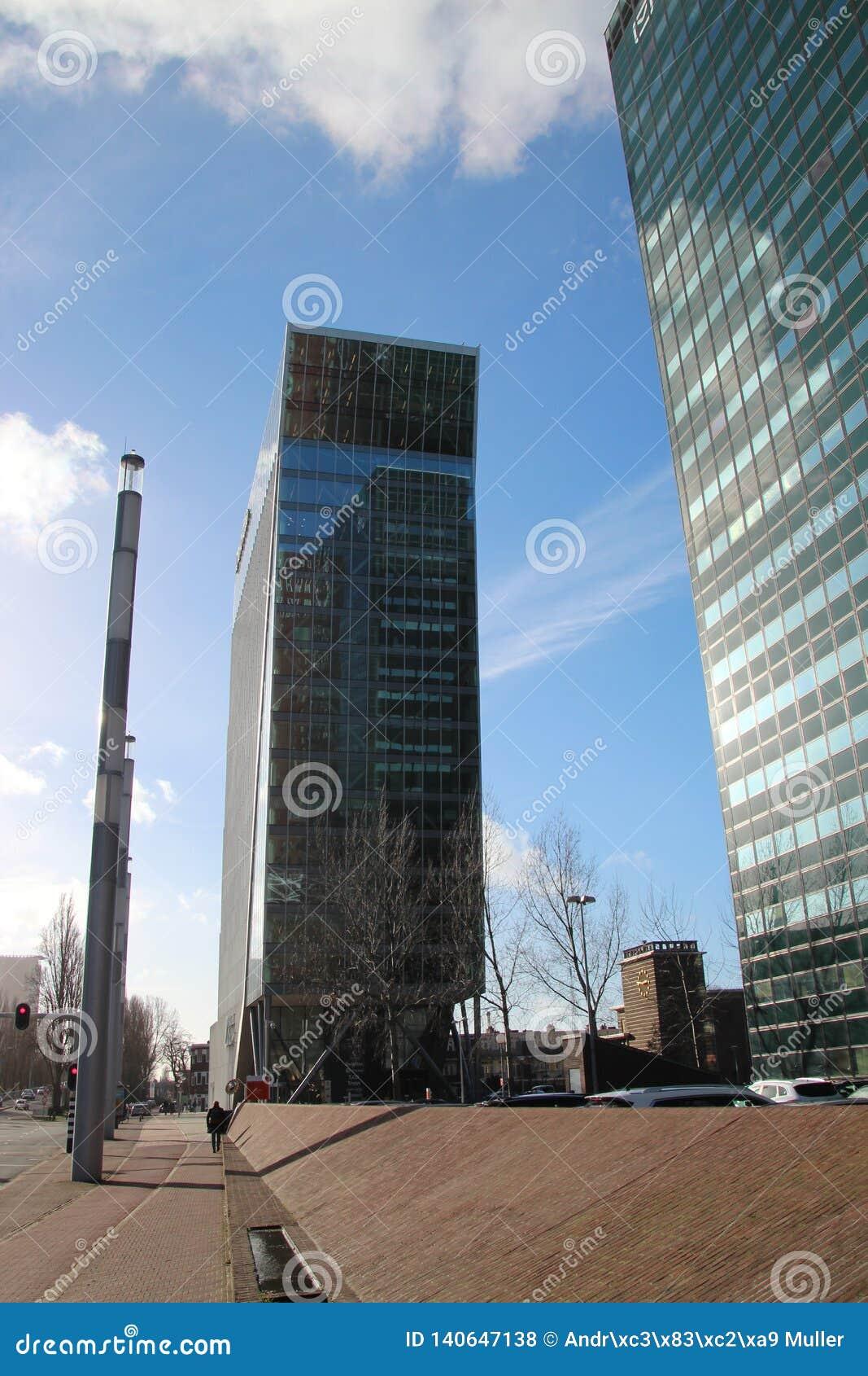 Budynek biurowy wymieniał łabędź Hague przy beatrixkwartier w melinie Haag holandie