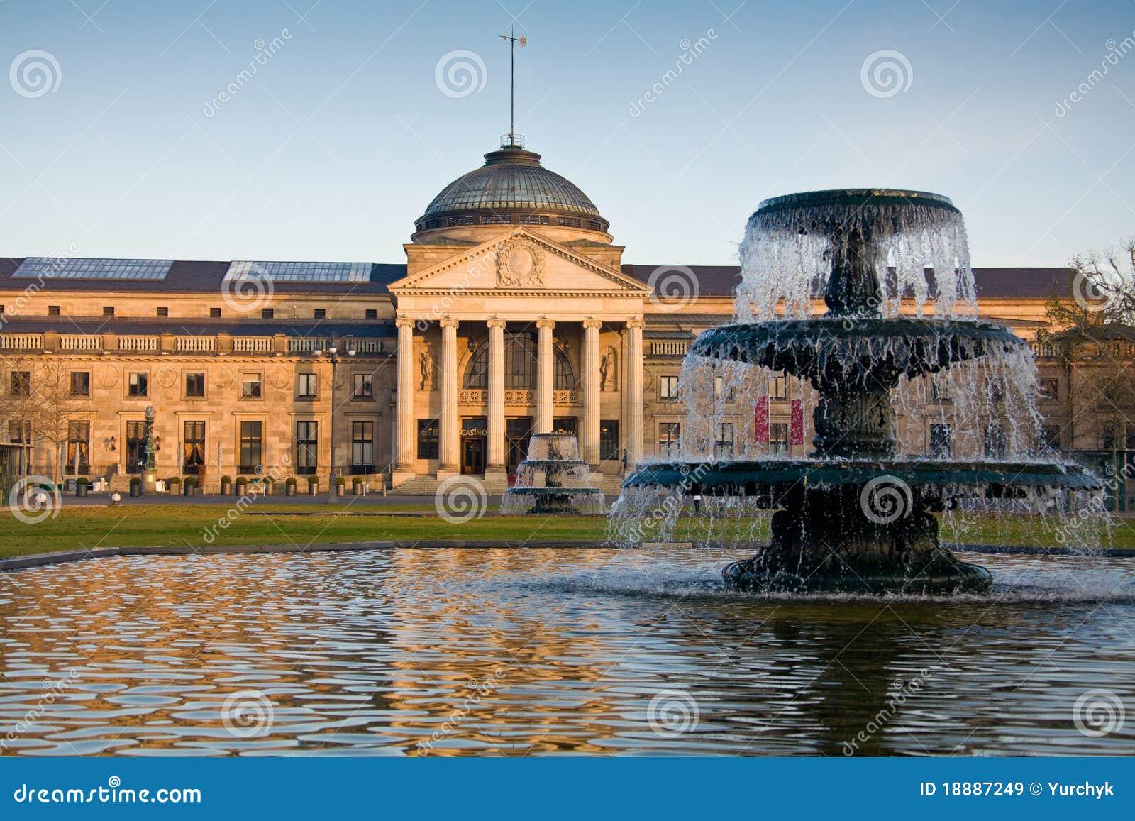 Budynek fontanny dziejowy Wiesbaden