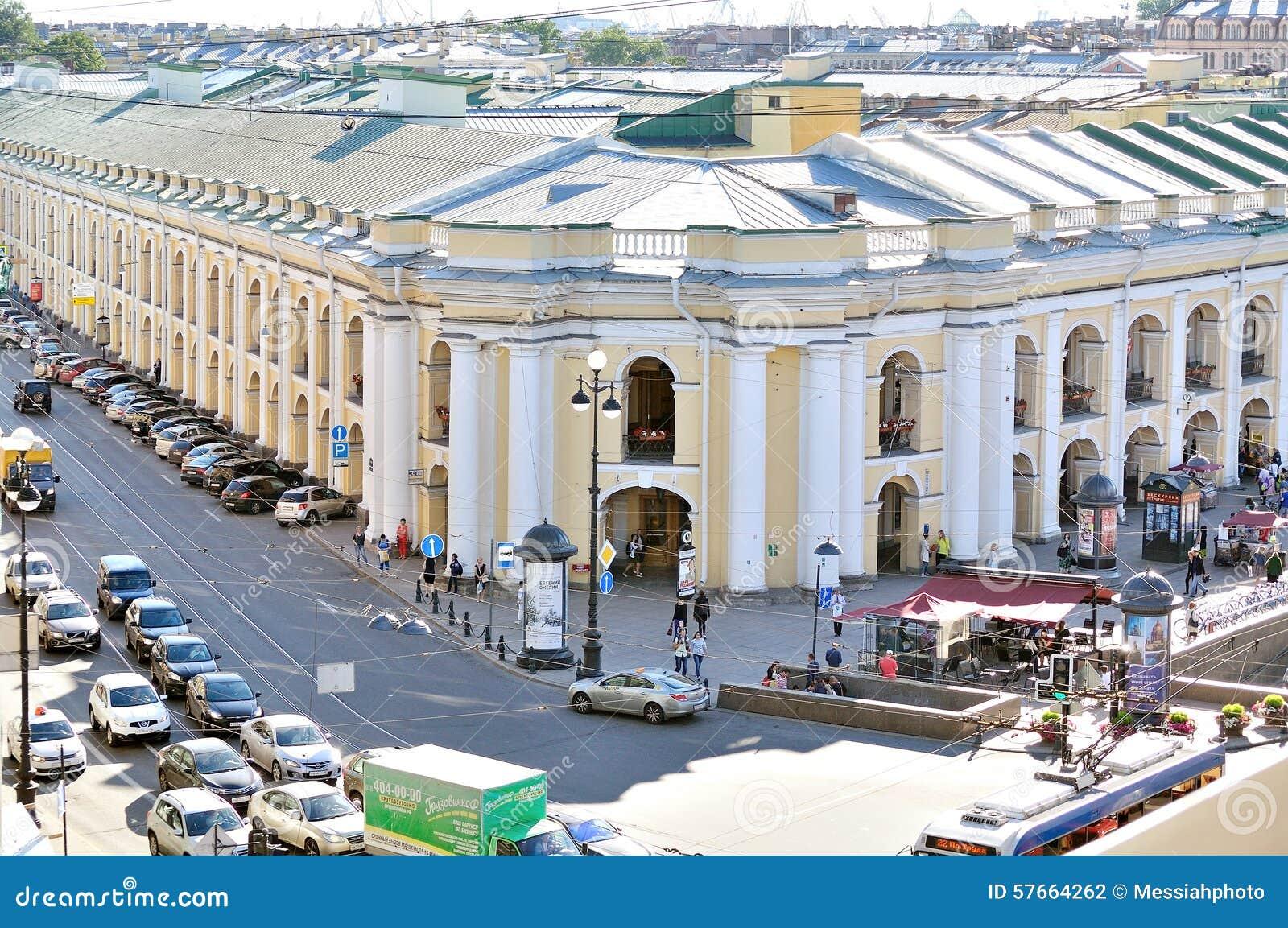 Budynek Gostiny Dvor na Nevsky perspektywie - panorama od wzrosta