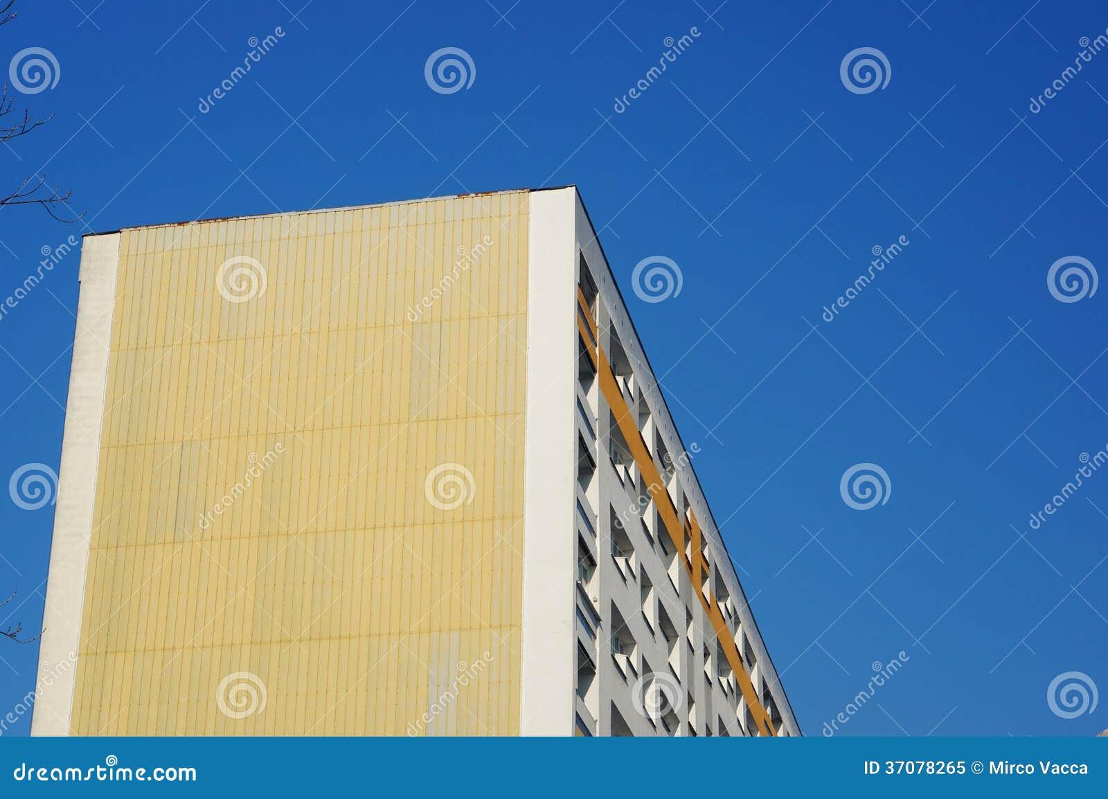Download Budynek mieszkaniowy obraz stock. Obraz złożonej z kondominium - 37078265