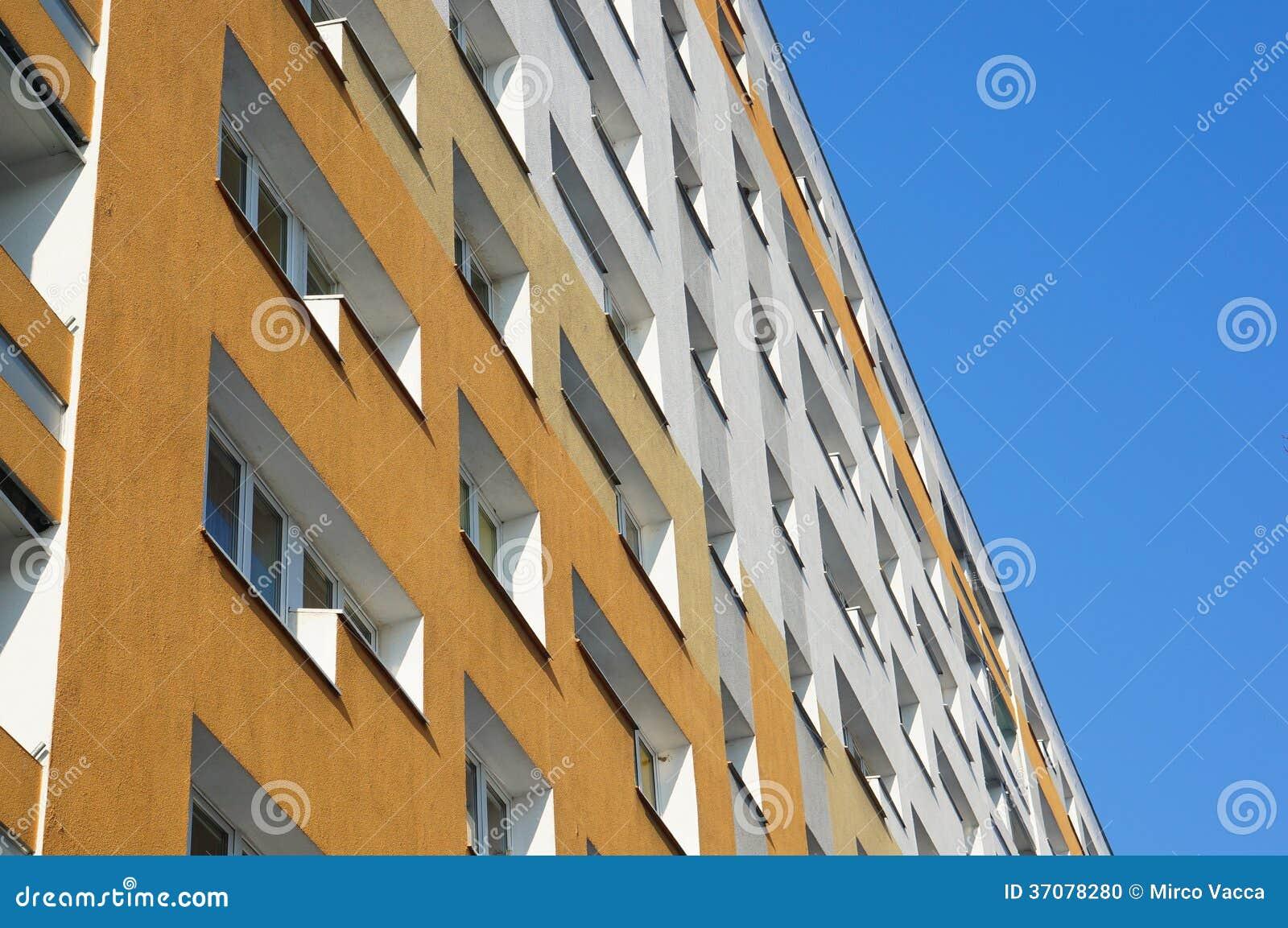 Download Budynek mieszkaniowy zdjęcie stock. Obraz złożonej z skyscraper - 37078280