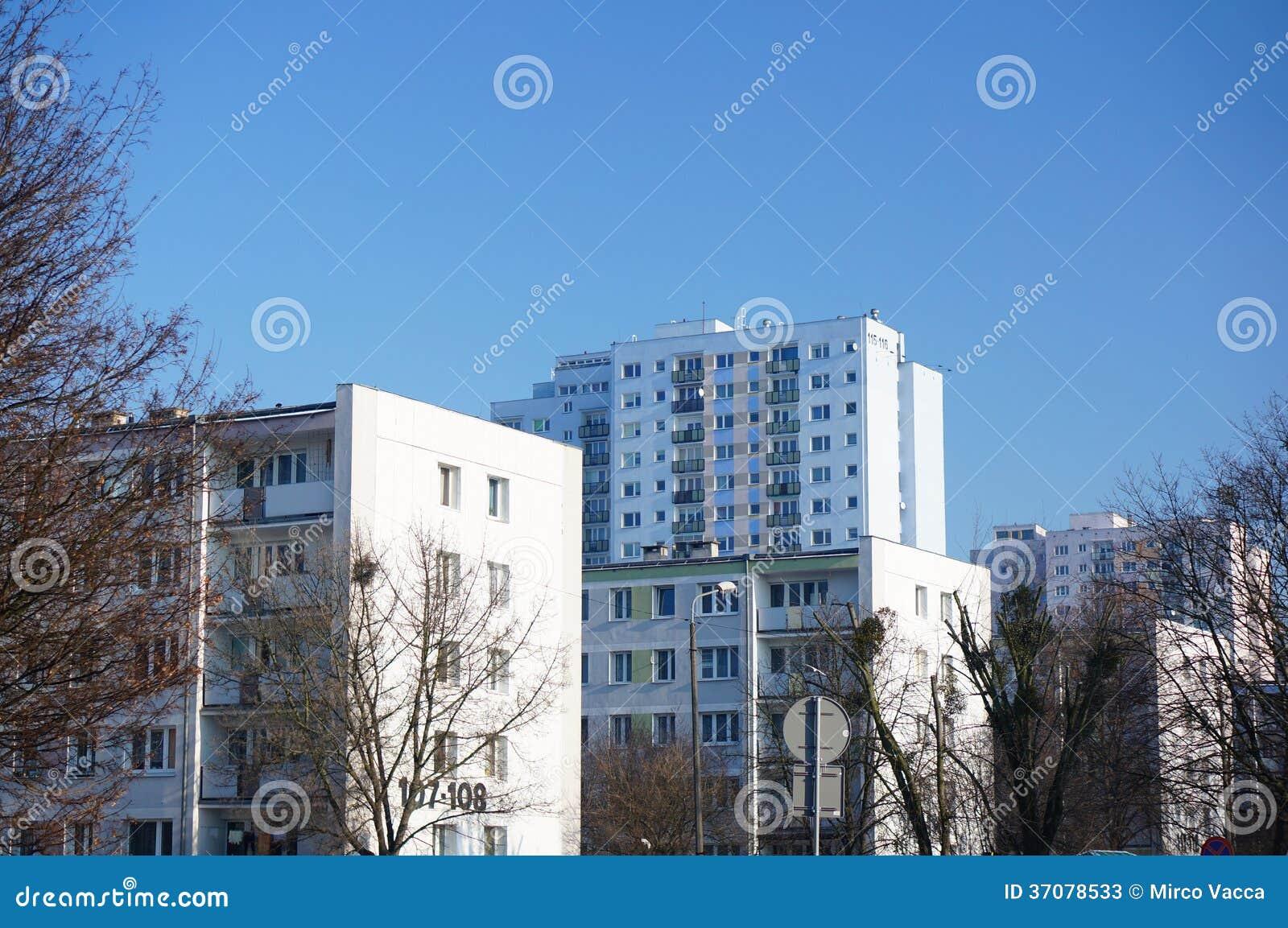 Download Budynki mieszkaniowi obraz stock. Obraz złożonej z drzewa - 37078533