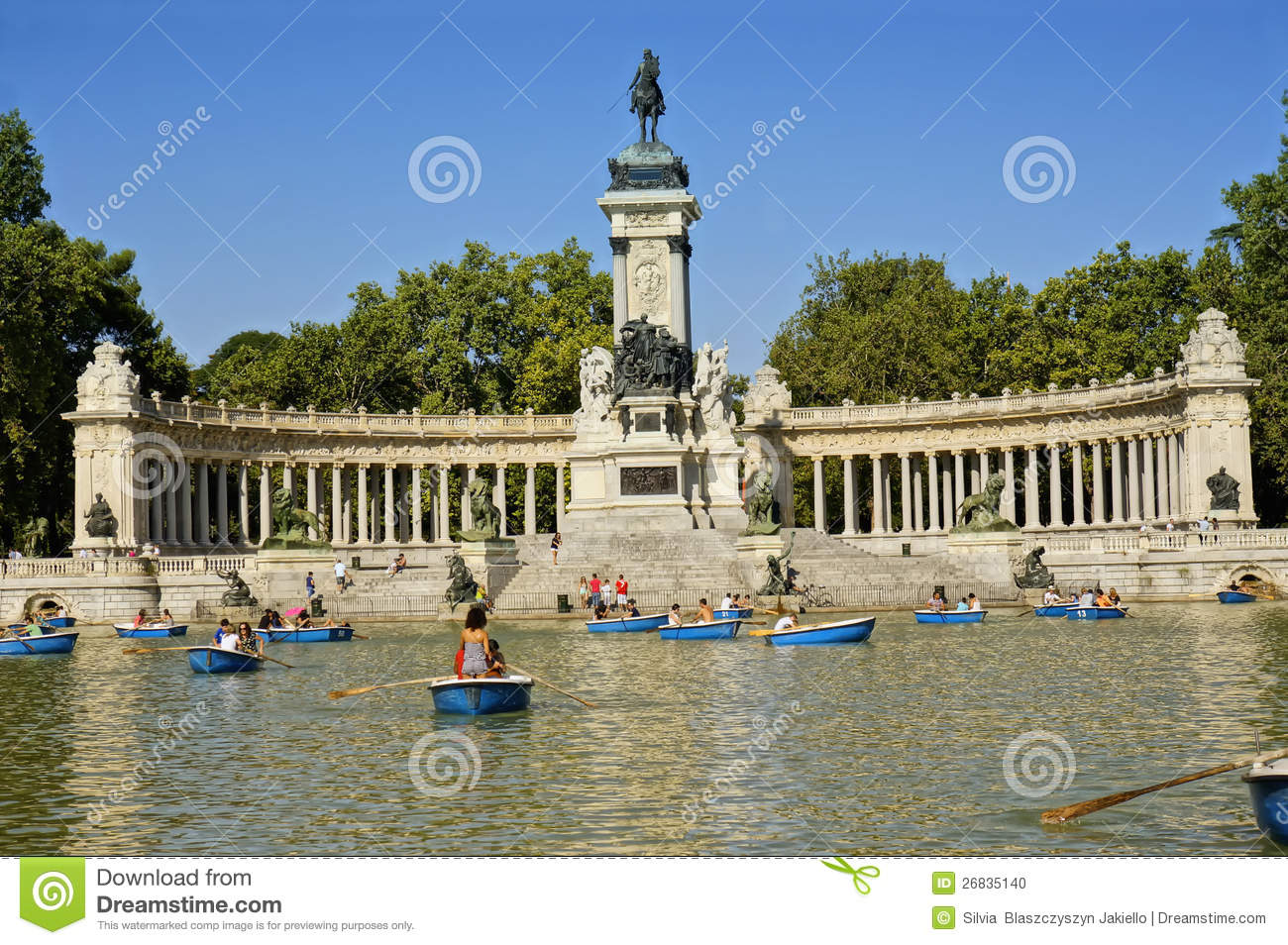 Buen Retiro Park in Madrid, Spain: Historic gardens in Madrid ...