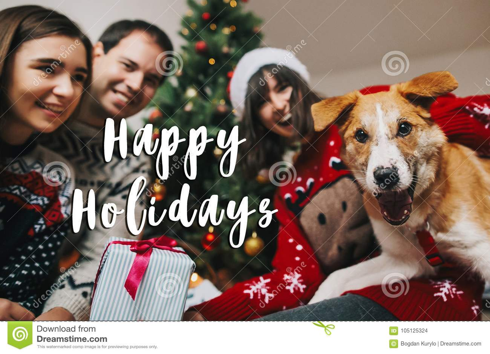 Buenas fiestas muestra del texto, tarjeta de felicitación Familia feliz que se divierte