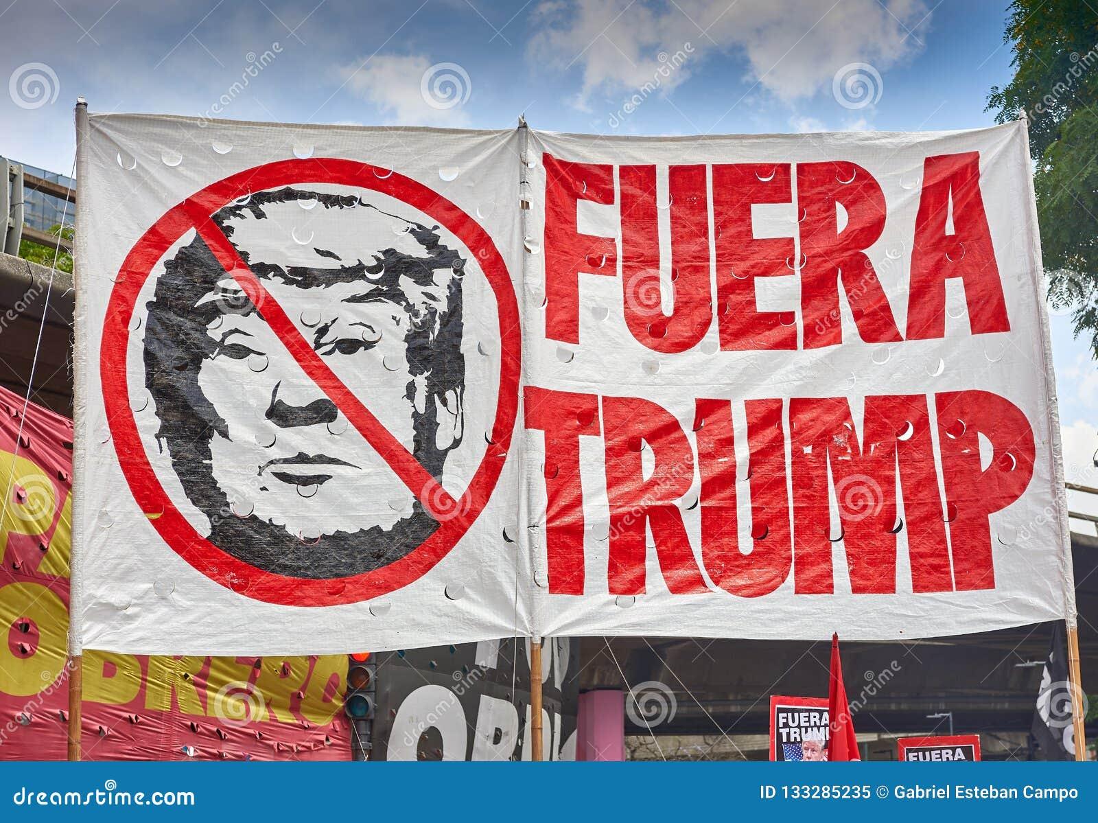Buenos Aires C A B A , Argentina - November 30, 2018: protest för toppmöte g20, Buenos Aires