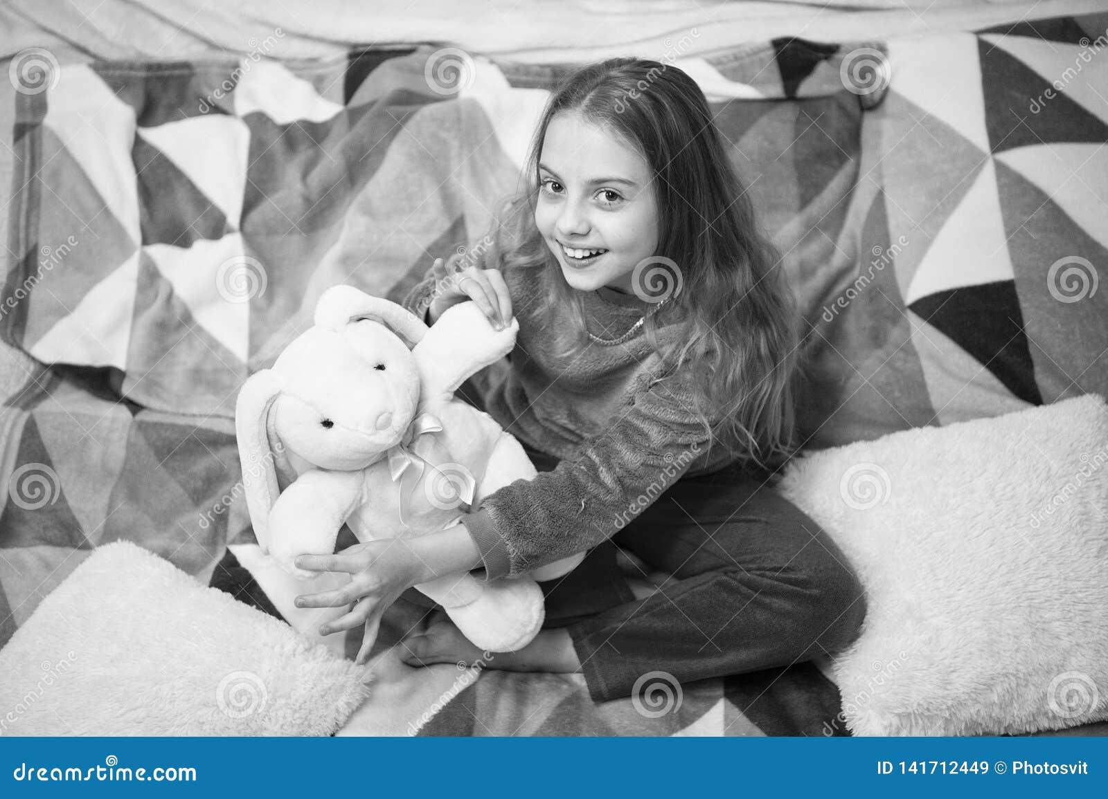 Buenos días El día de los niños internacionales Partido de pijama Buenas noches Felicidad de la niñez Pequeño niño de la muchacha