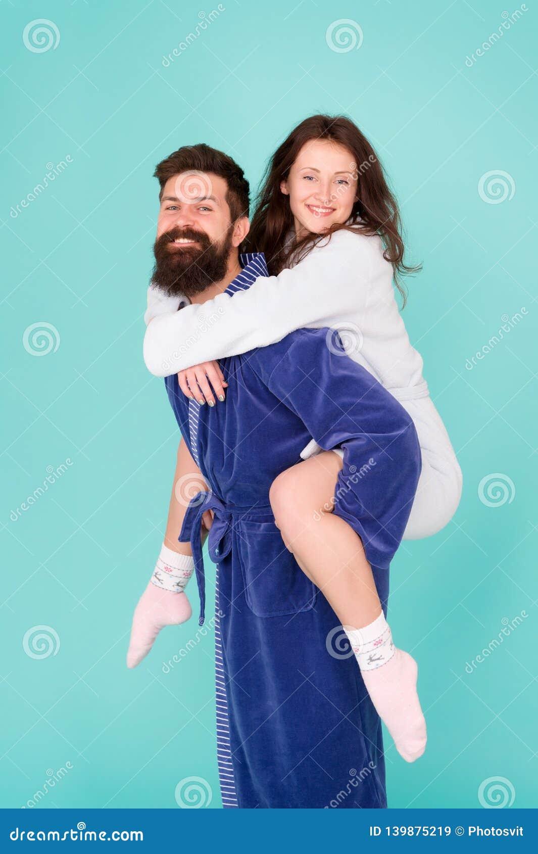 Buenos días o Pares en amor Familia Amor y romance Familia feliz por mañana Hombre barbudo y