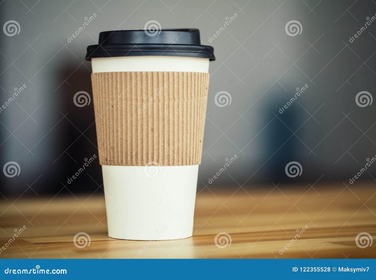 Buenos días Taza de café a ir en el fondo de Woodem