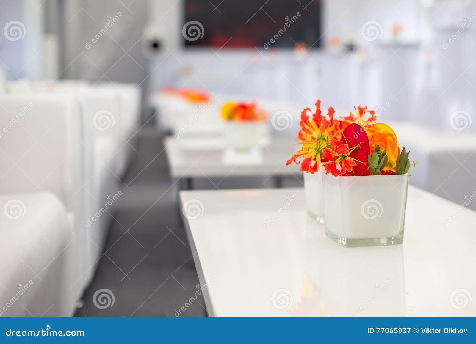 Bufet dekoracj kwiaty