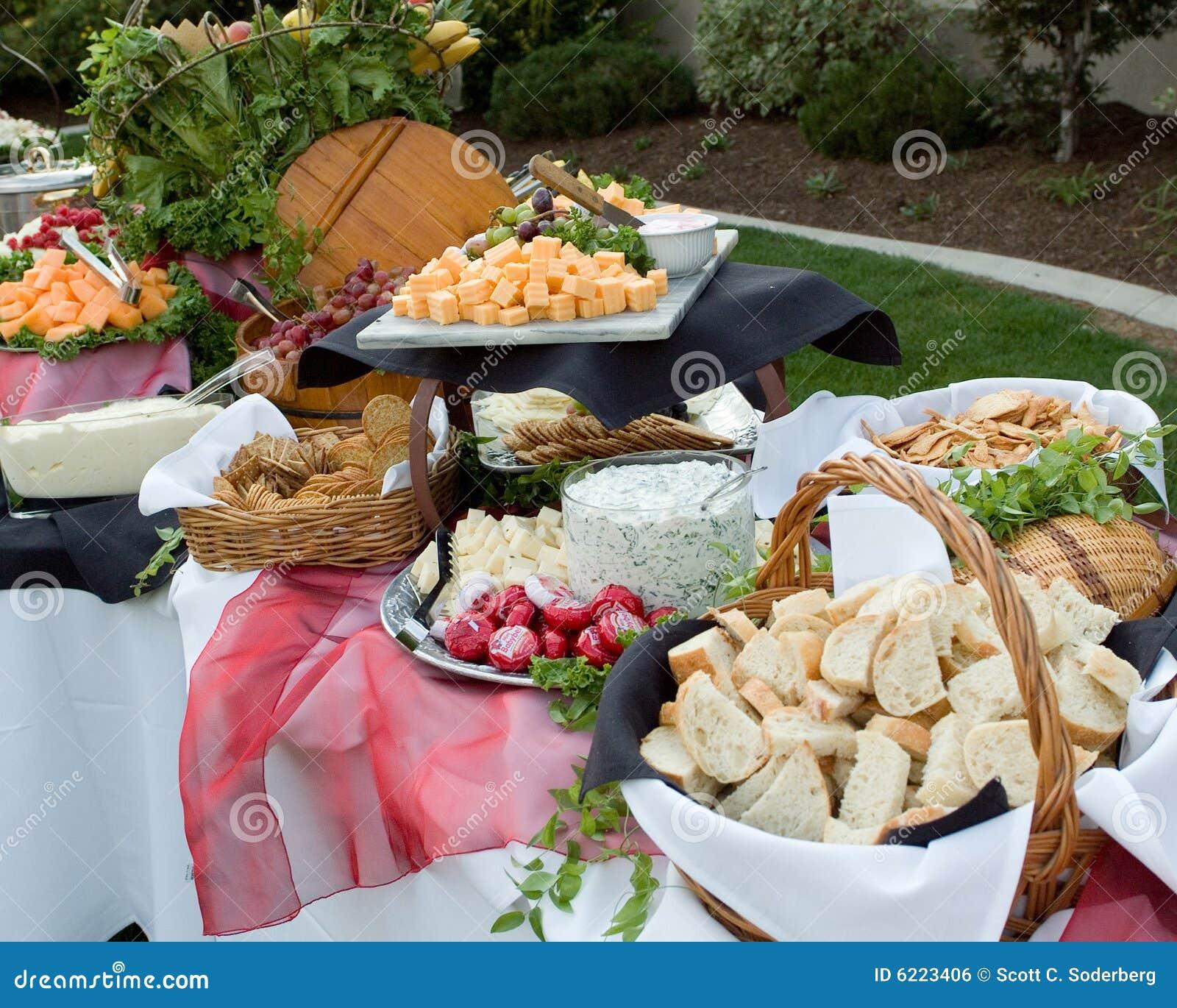 buffet à l'extérieur photo stock. image du banquet, nourriture - 6223406