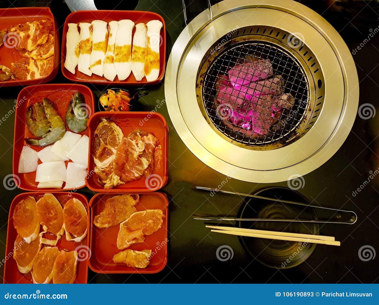 Buffet de BBQ sur la table