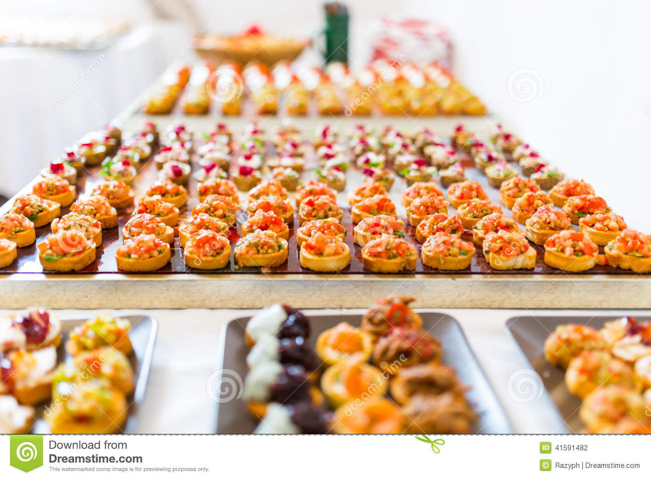 Buffet de canapes photo stock image 41591482 for Canape buffle