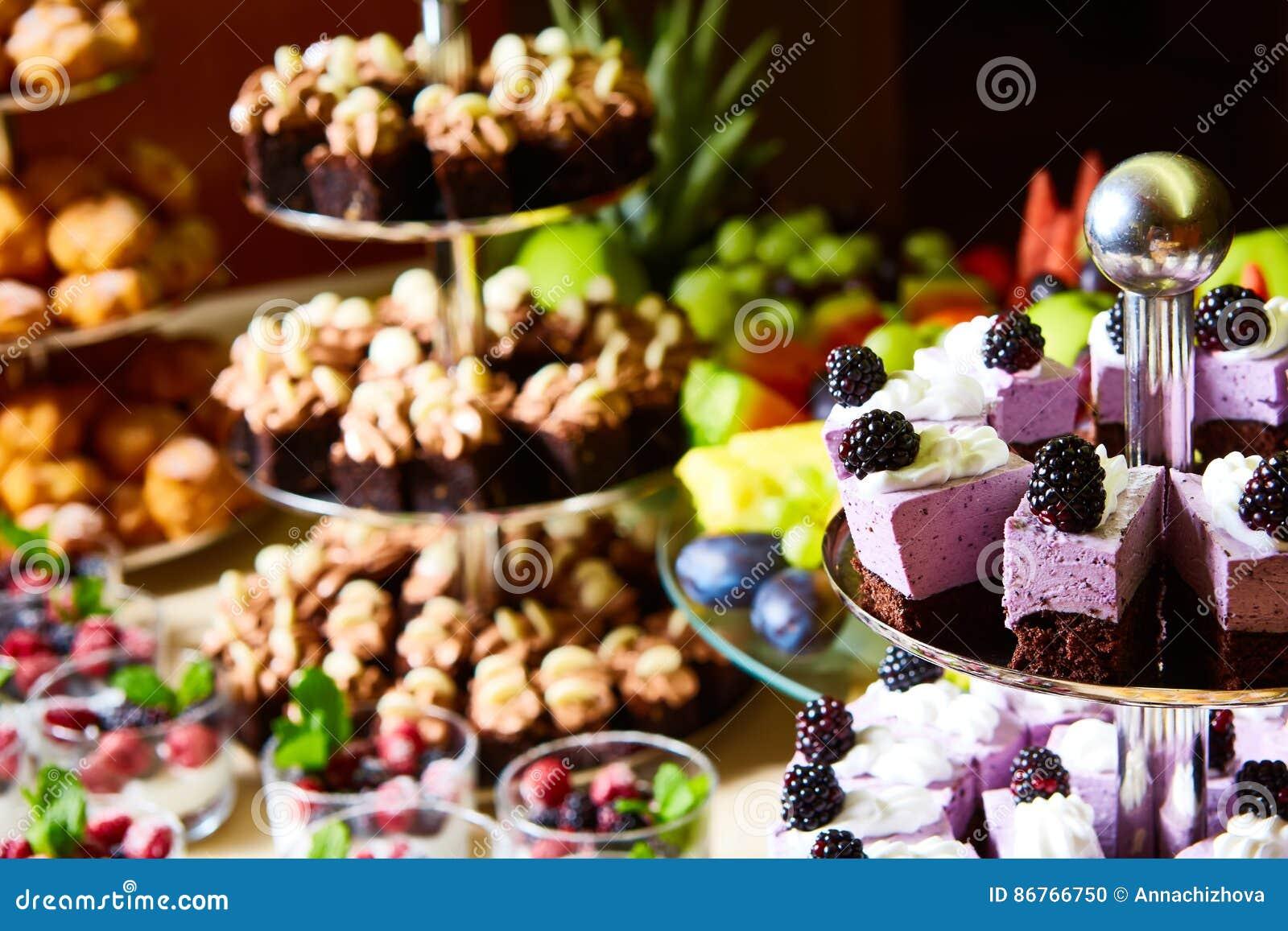 Buffet Del Dolce Per Una Festa Di Compleanno Fotografia Stock