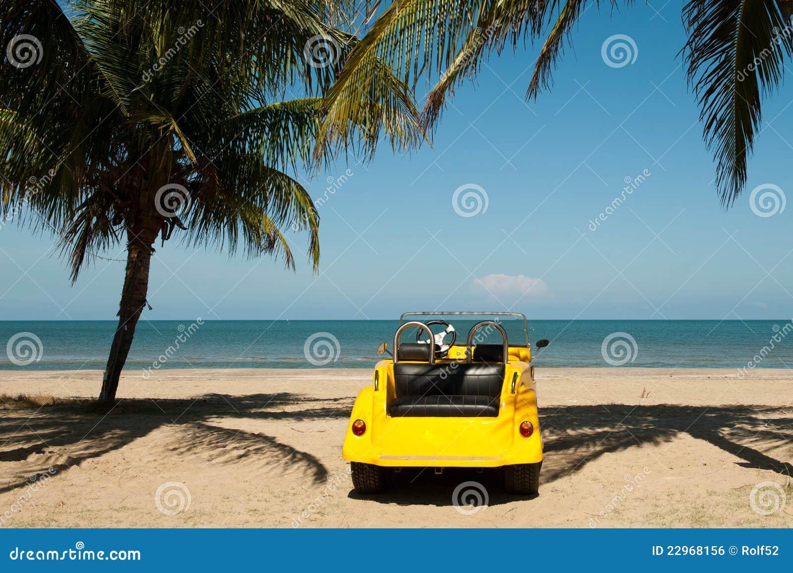 Buggy della spiaggia ad una spiaggia tropicale