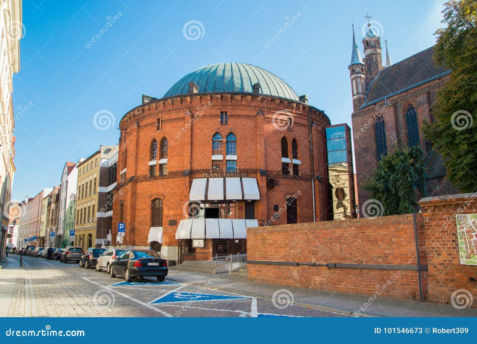 Buiding de Wladyslaw Dziewulski Planetarium na cidade velha de Torun