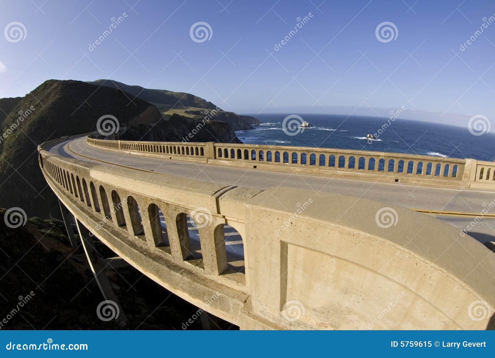 Buigende brug Grote Sur Californië