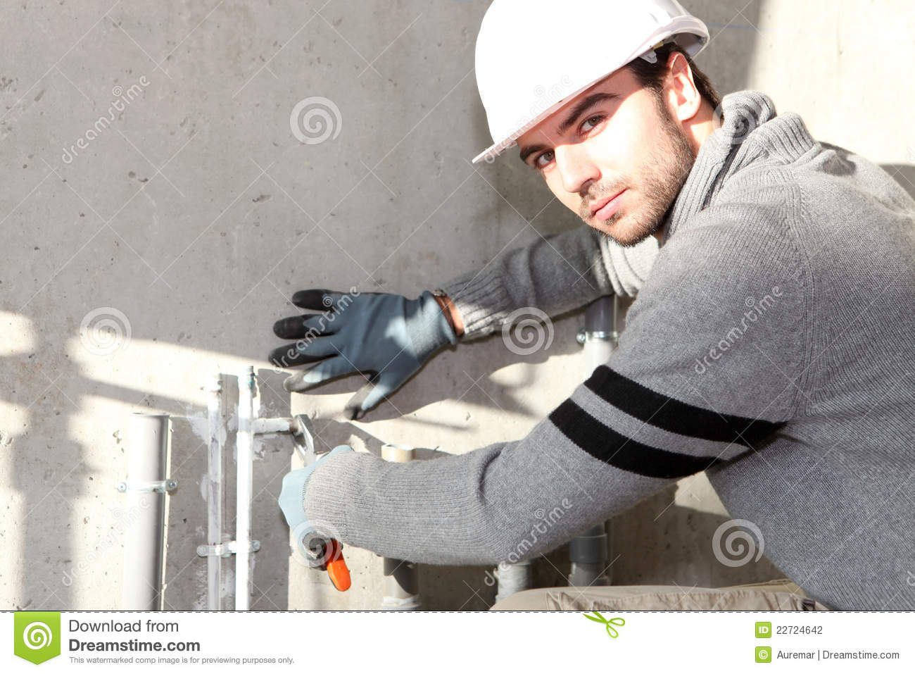 how to become qualified builder