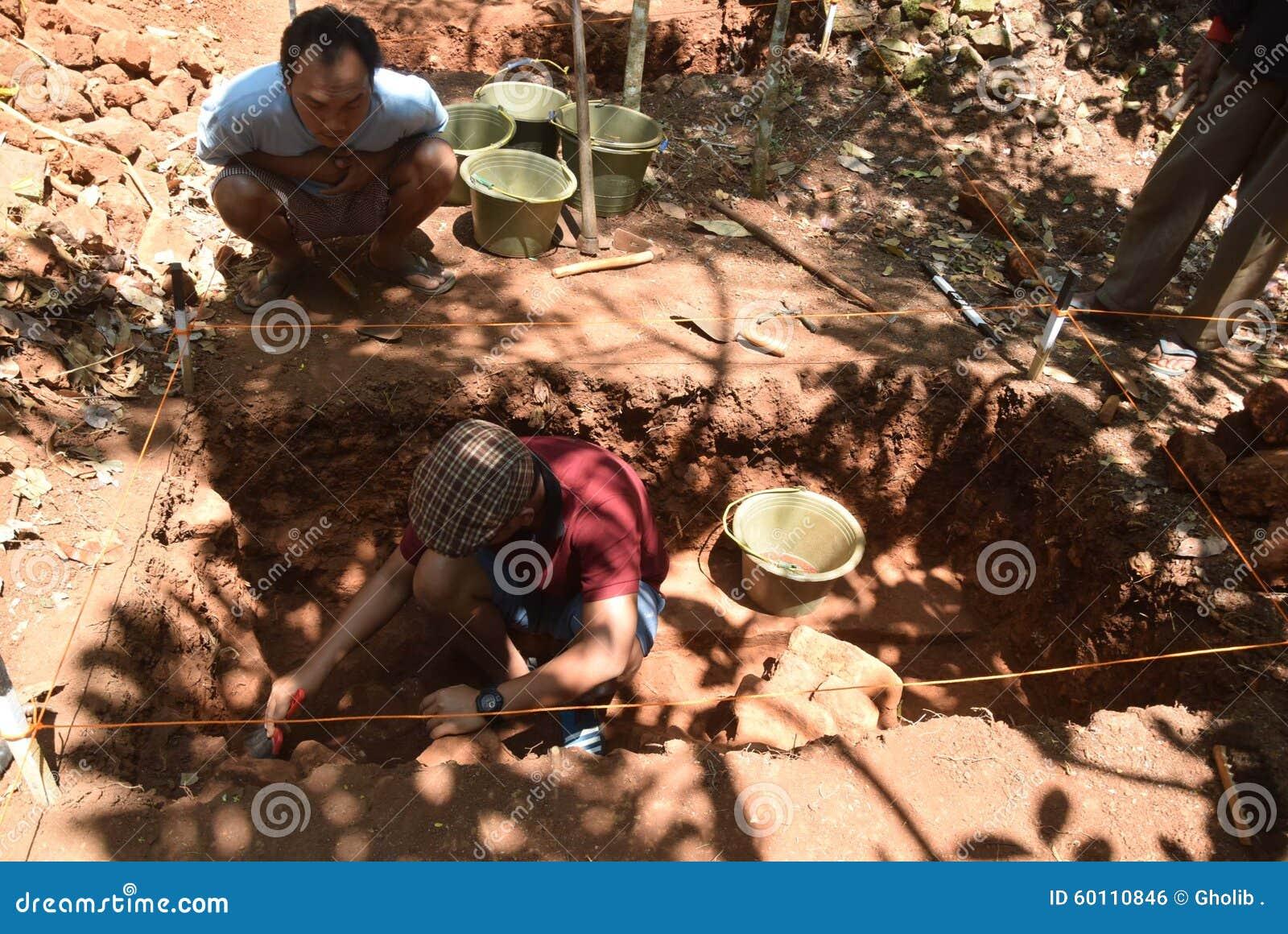 BUILDING Excavation TEMPLE Editorial Photo - Image: 60110846
