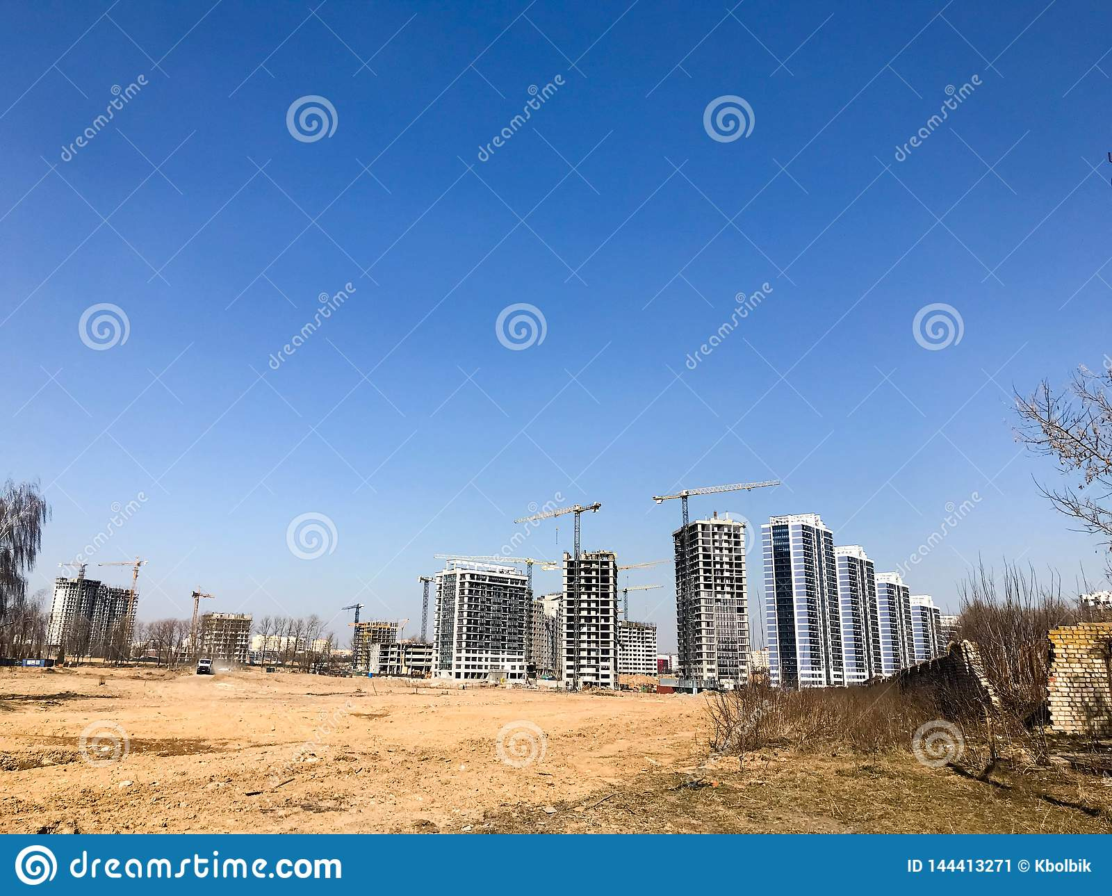 Building with the help of construction cranes of high reinforced concrete, panel, cast-frame, frame-block houses, buildings