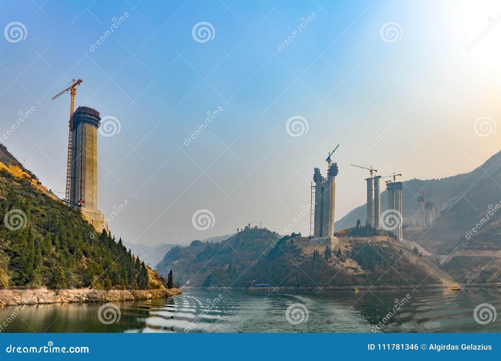 Building process of a Yangtze river bridge