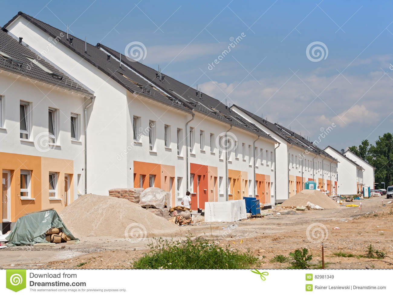 Building construction economy editorial photo for Houses that can be built for under 150k
