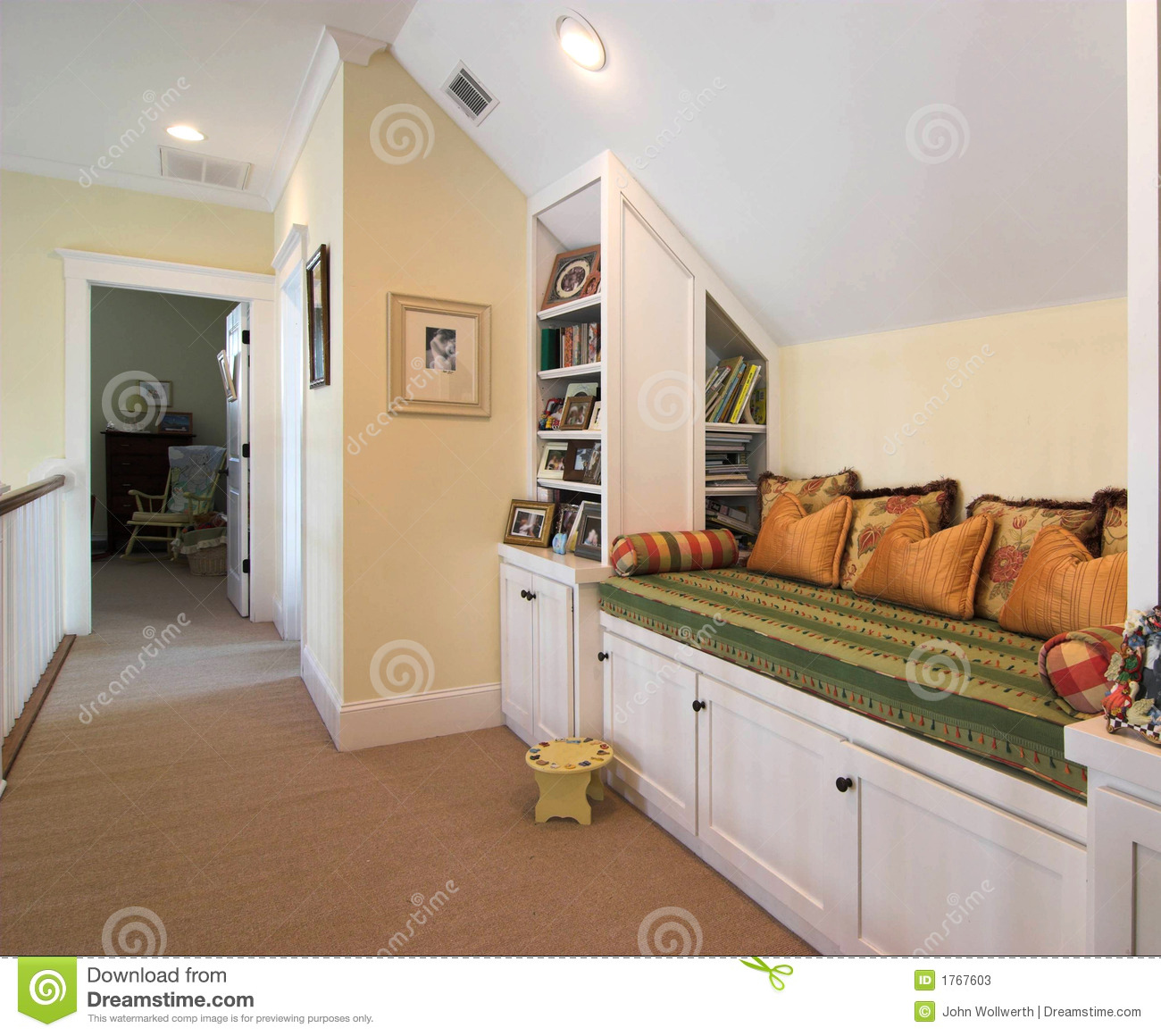 Built In Bench Built In Bench And Nook Stock Photos Image 1767603