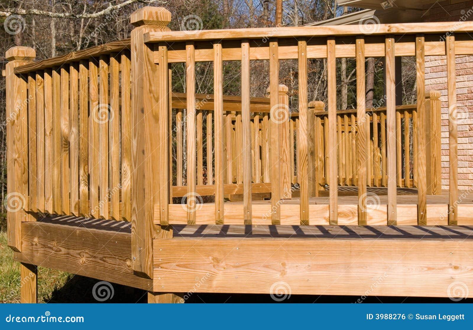Buiten een houten dek stock foto afbeelding bestaande uit raad 3988276 - Ontwerp leuning ...