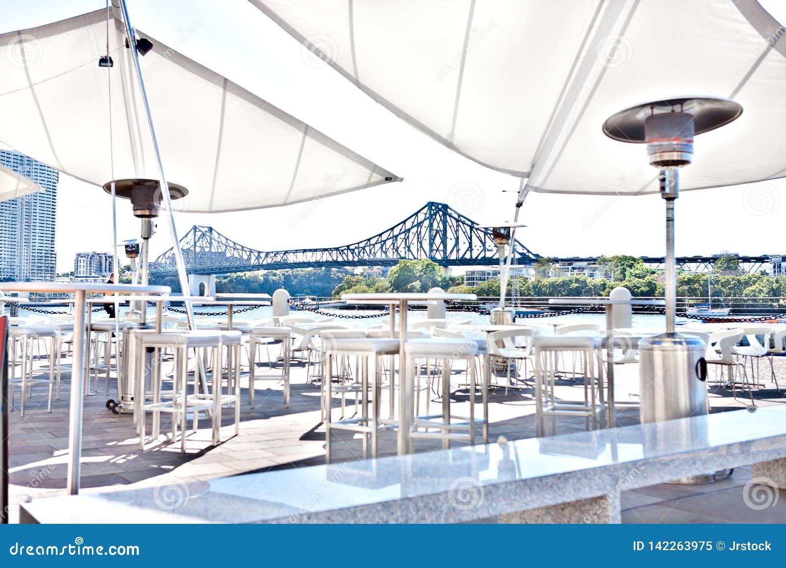 Buiten terras of ontspannend gebied van de Stad van Brisbane, Queensland, Australi?