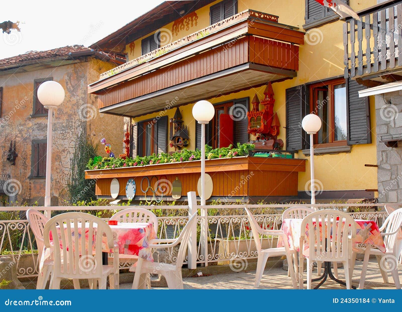 Buiten terras van italiaans restaurant stock afbeeldingen beeld 24350184 for Buiten terras
