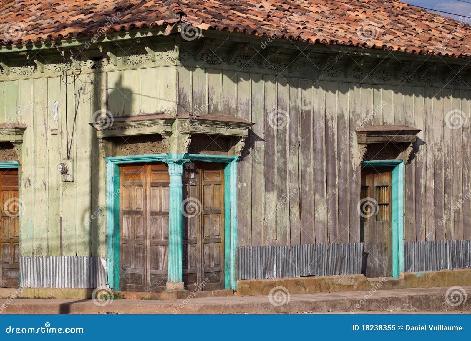 Buitenkant van de oude bouw