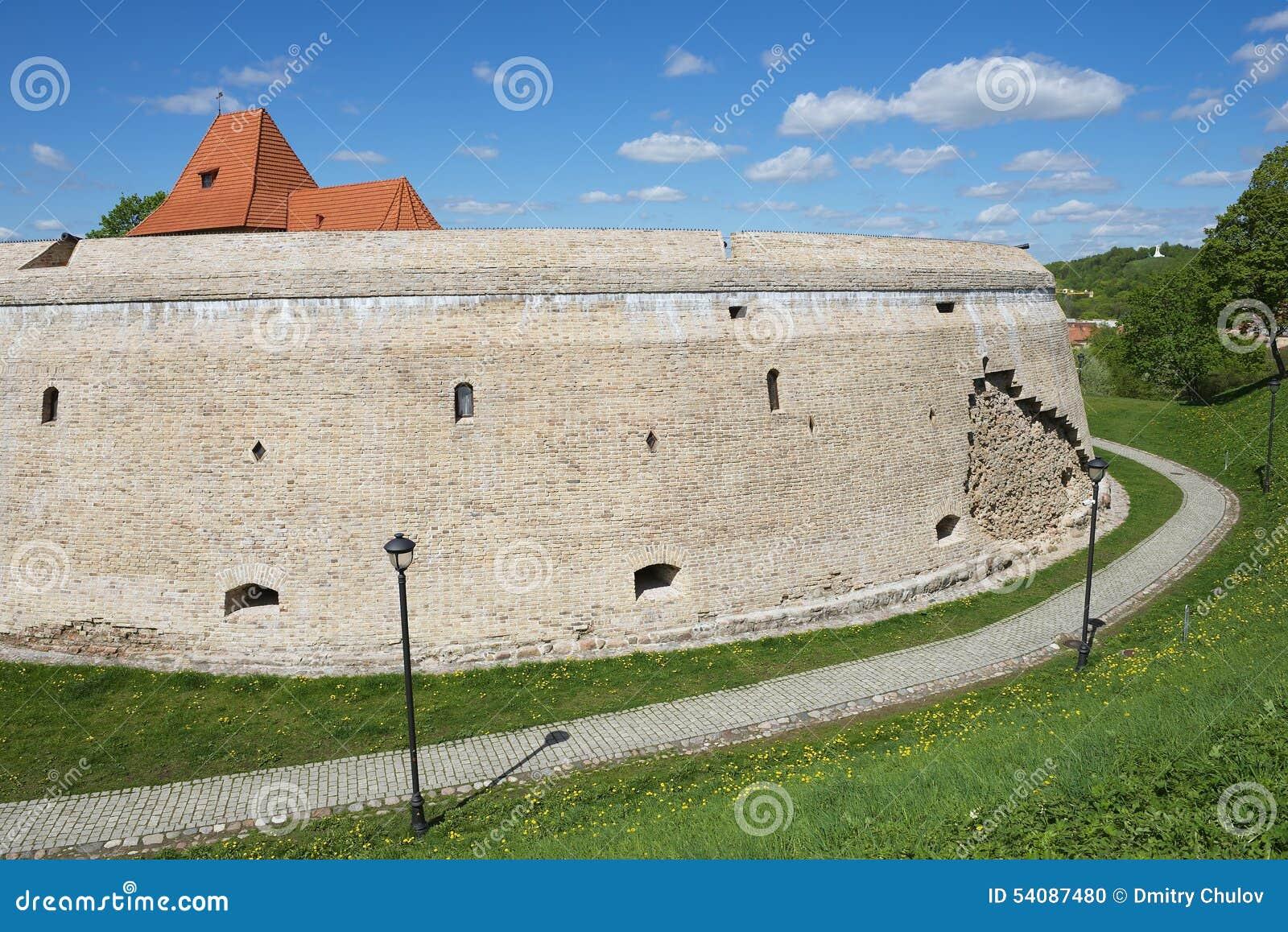 Buitenkant van het Barbacan-bastion van de oude stad van Vilnius, Litouwen