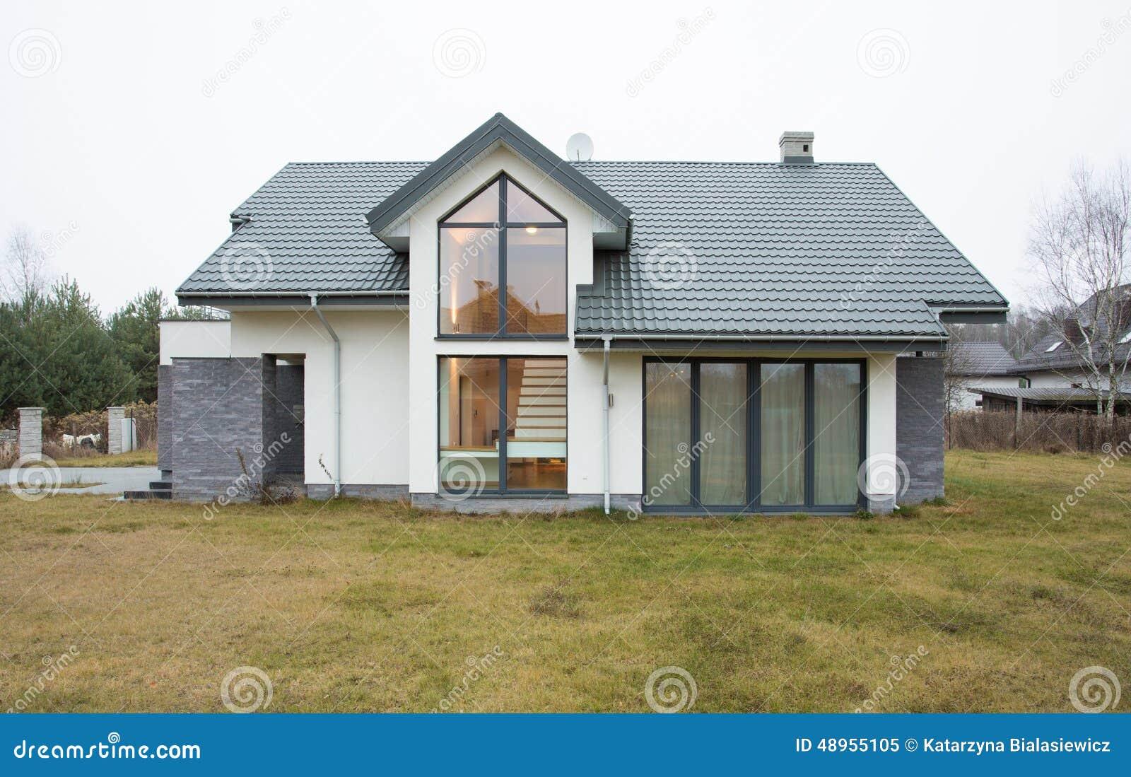 Buitenmening van losgemaakt huis