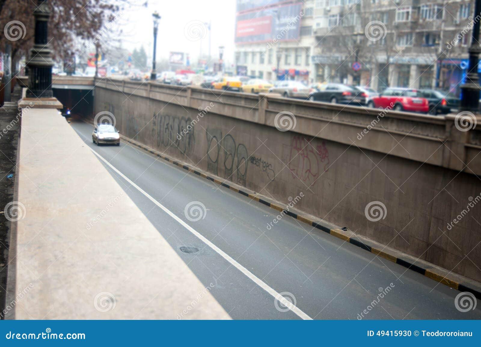 Download Bukarest-Durchgang redaktionelles bild. Bild von leuchten - 49415930