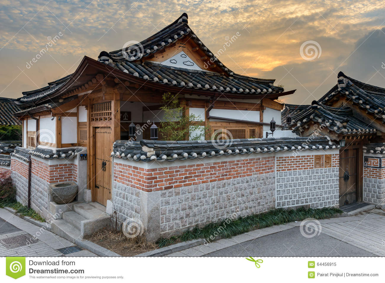 korean traditional architecture essay Traditional architecture vs modern architecture architects should be designing structures by incorporating vernacular styles into new technologies.
