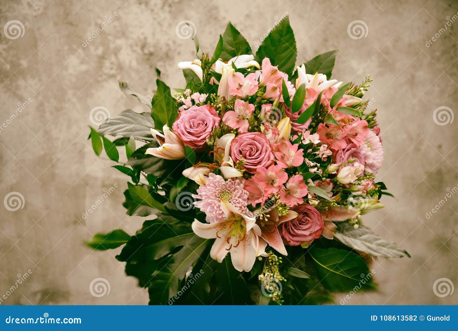 Bukett av blommor i nostalgisk blick