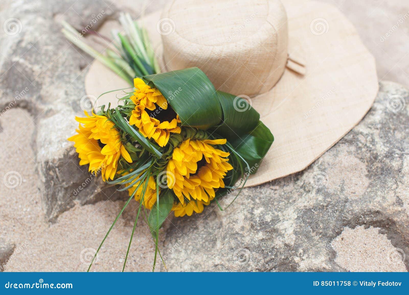 Bukett av solrosor och sugrör