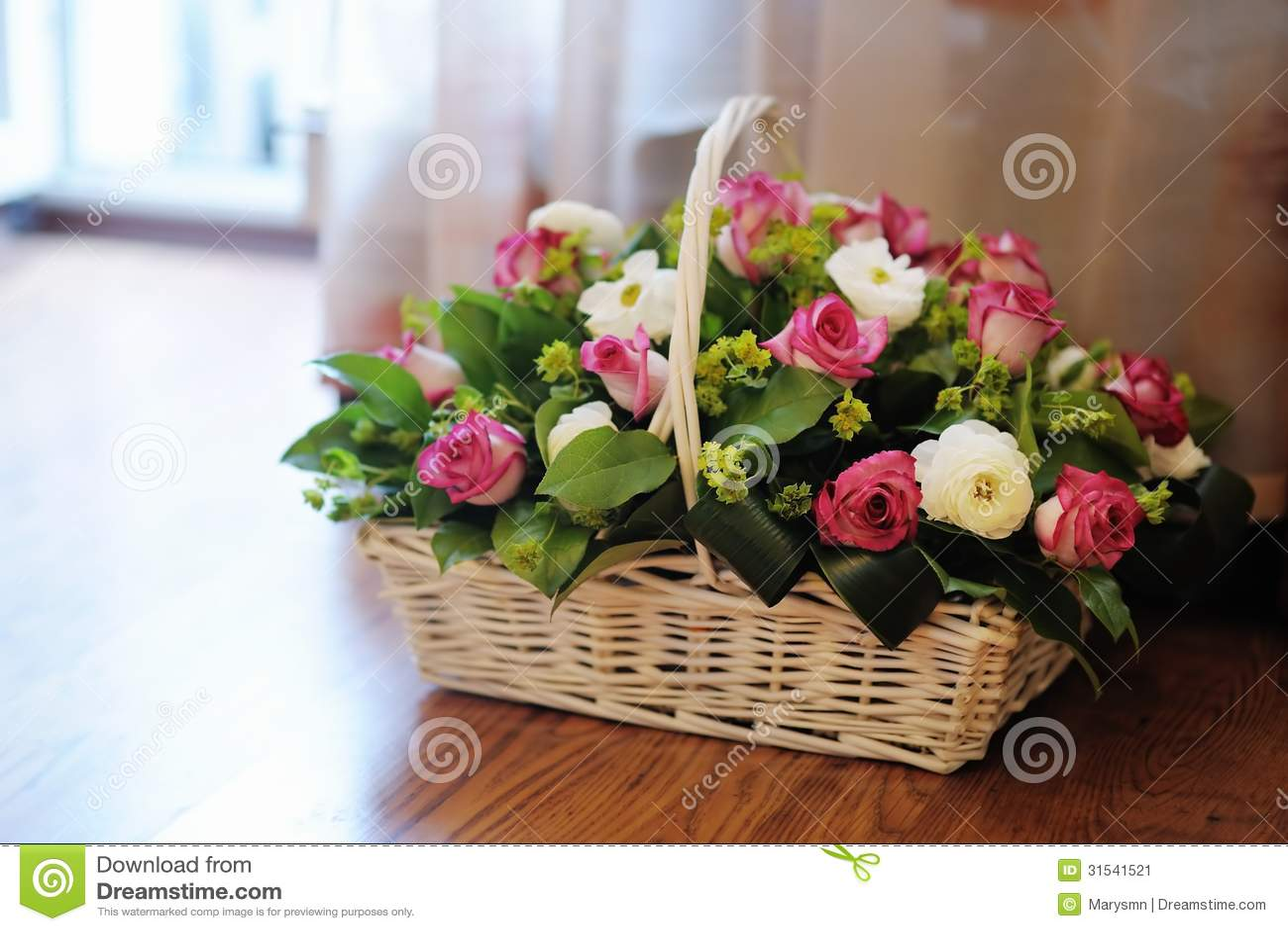 Dodatkowe Bukiet kwiaty w koszu obraz stock. Obraz złożonej z jaskrawy AX39