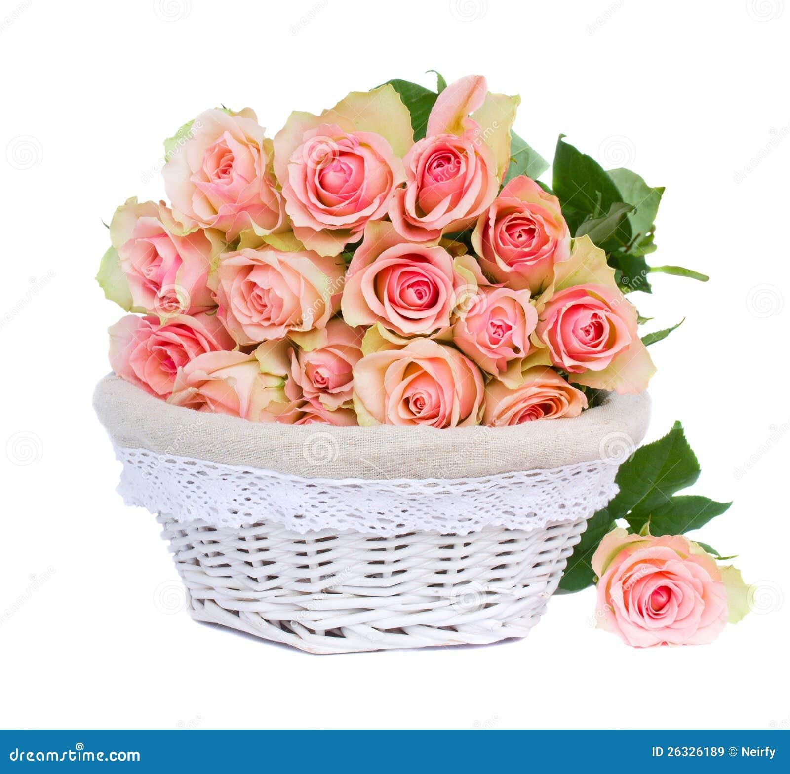 Wybitny Bukiet różowe róże w koszu obraz stock. Obraz złożonej z dzień YU33